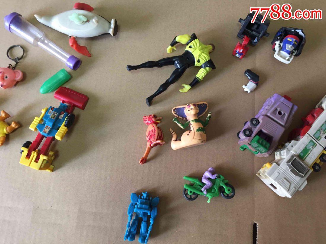 上海玩具�y���d�Z�{�_老d变形金刚 降魔勇士玩具 糖盒 其他老玩具合拍
