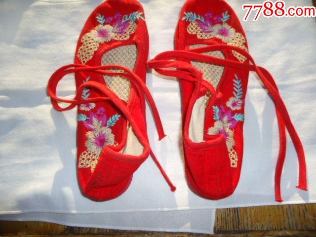 手工制作的绣花鞋