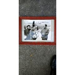 毛泽东,朱德,周恩来在飞机场老相框配老照片(au22262858)_7788收藏__收藏热线