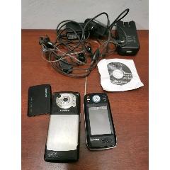 兩個舊手機和和充電器等。電話機手機收藏。(au25293737)_7788舊貨商城__七七八八商品交易平臺(7788.com)