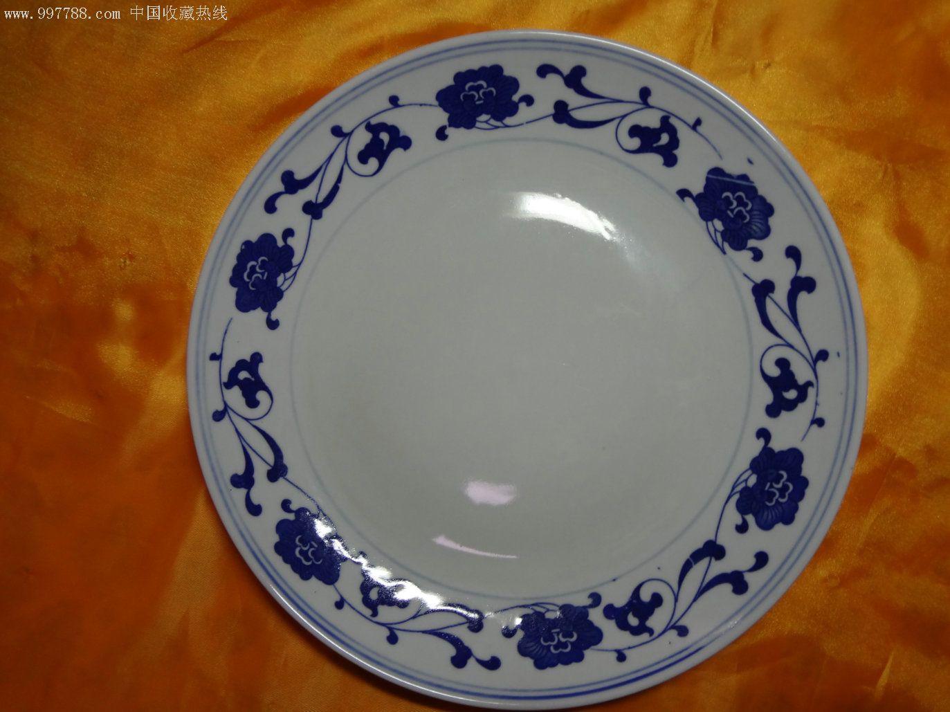 景德镇老光明瓷厂六十年代精品瓷器-白地青花缠枝纹大盘图片